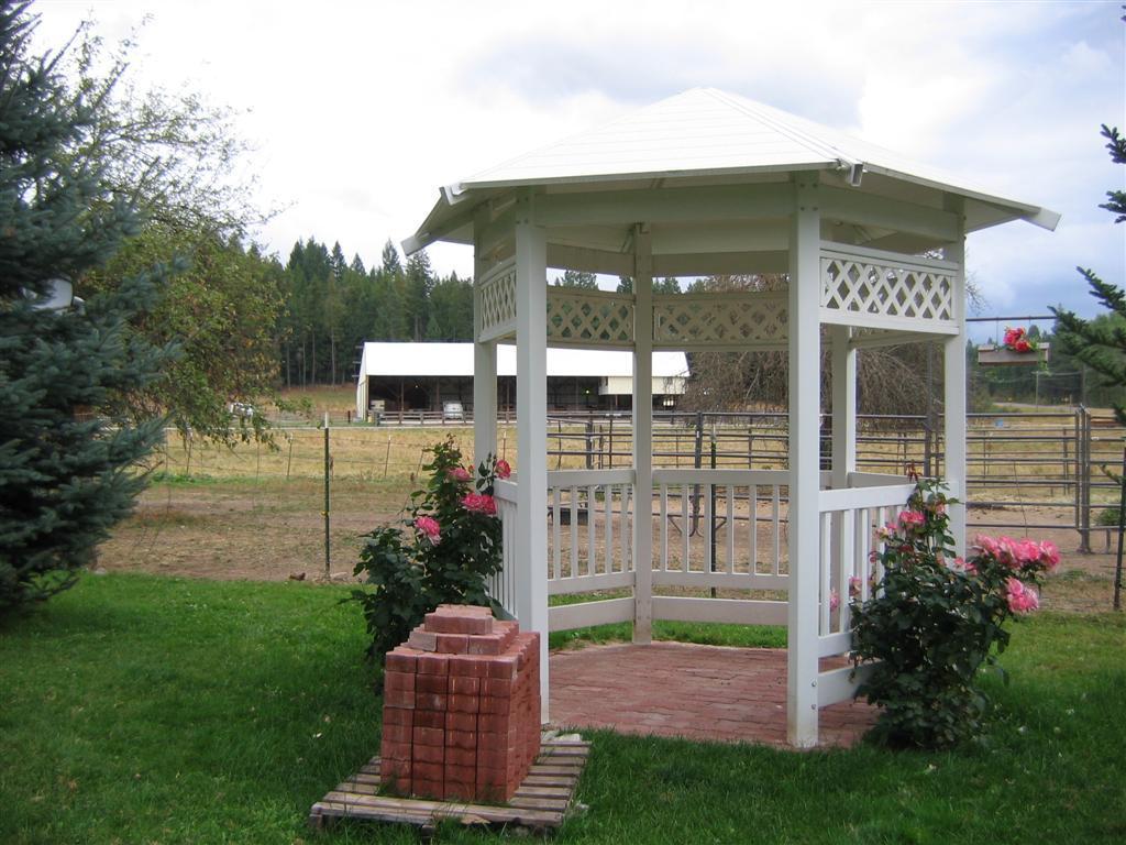 Pend Oreille Farms Gazebo